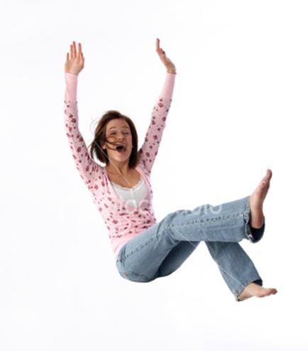 Chica loca se cae de una silla xD - YouTube